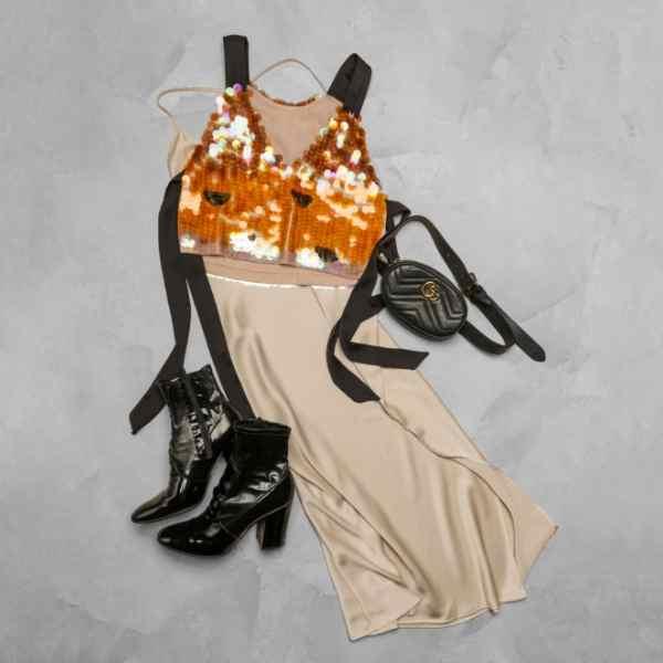 Krémové šaty s Gucci kabelkou